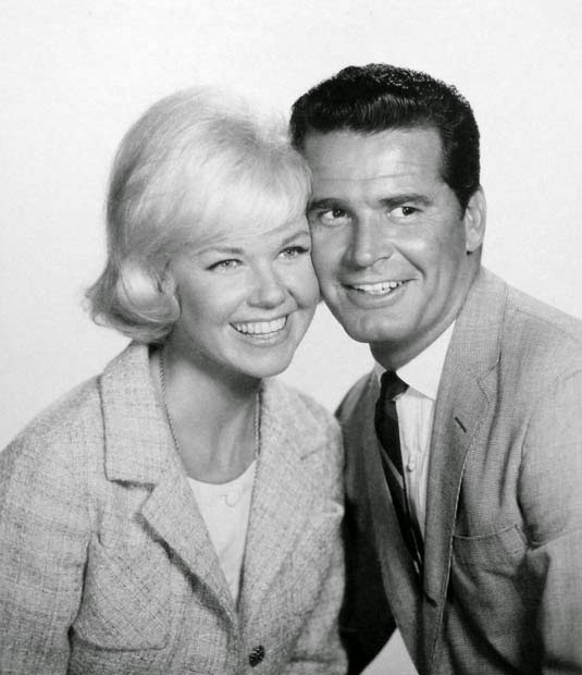 Doris-Day-James-Garner-Move-Over-Darling (2)