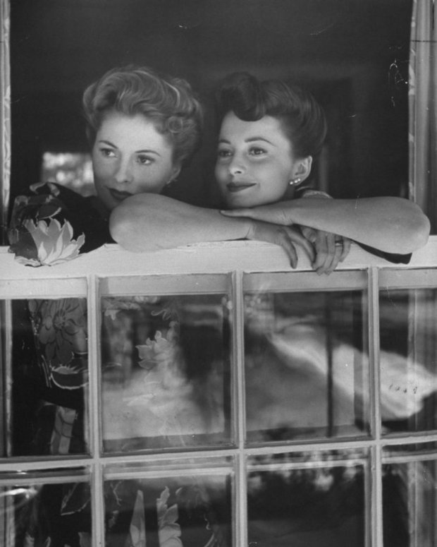 Joan Fontaine;Olivia De Havilland