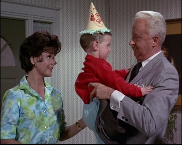 accidental-twins-3x04-bewitched-6271906-720-576