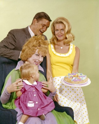 BEWITCHED - Cast Gallery - June 3, 1966. (Photo by ABC Photo Archives/ABC via Getty Images)ERIN MURPHY;AGNES MOOREHEAD;DICK YORK;ELIZABETH MONTGOMERY