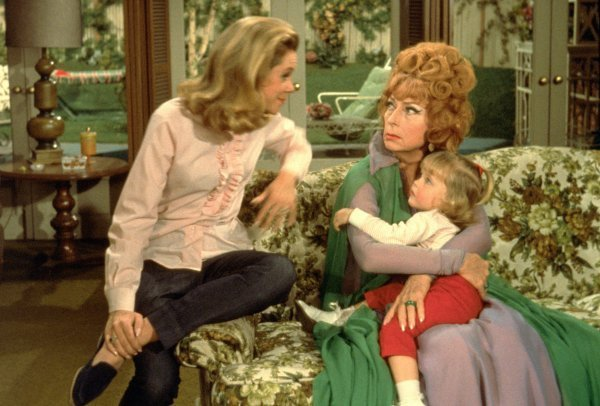 samantha-with-endora-and-tabatha-bewitched-2049698-600-406