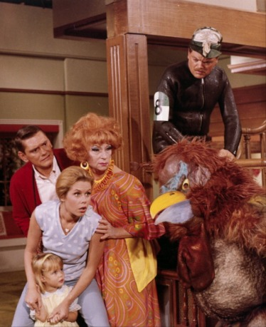 """BEWITCHED - """"Darrin Gone! And Forgotten?"""" - Airdate: October 17, 1968. (Photo by ABC Photo Archives/ABC via Getty Images)AGNES MOOREHEAD;ELIZABETH MONTGOMERY;DICK YORK;ERIN MURPHY"""