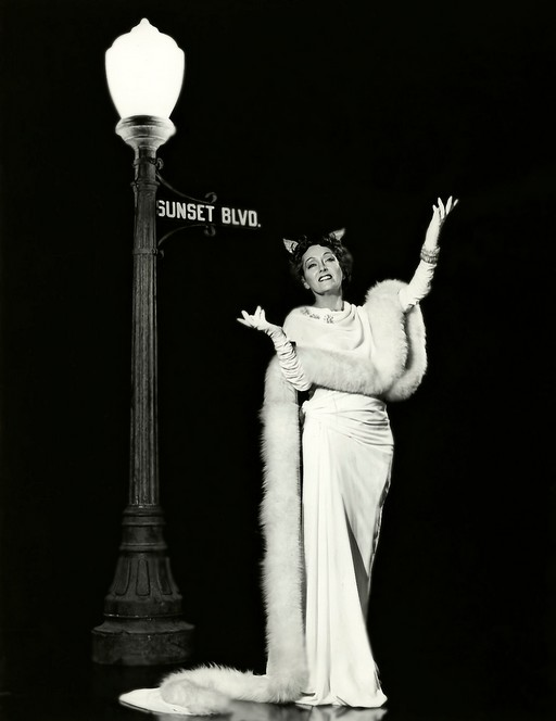 Gloria-Swanson-in-Sunset-Boulevard-19501