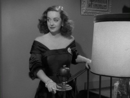 Bette-in-All-About-Eve-bette-davis-4476961-636-480