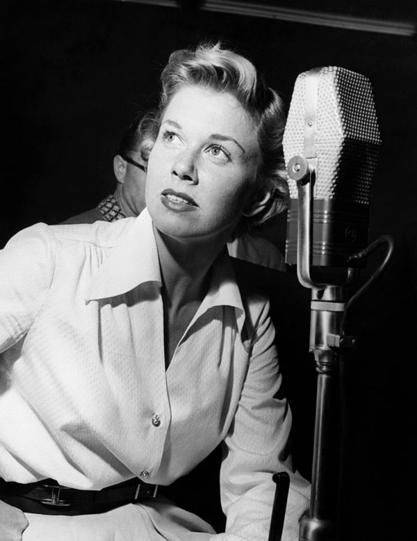 doris-day-in-the-recording-studio-1950-everett